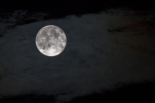 幸せなひとがやっている満月の夜に行う7つの不思議なおまじない