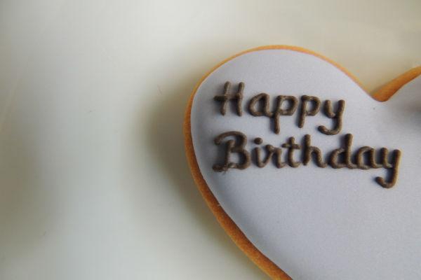 誕生日のメッセージで、気まずくなるので送ってはいけない9つの例