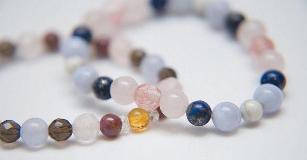 数珠のブレスレットを複数身につけてはいけない9つの理由