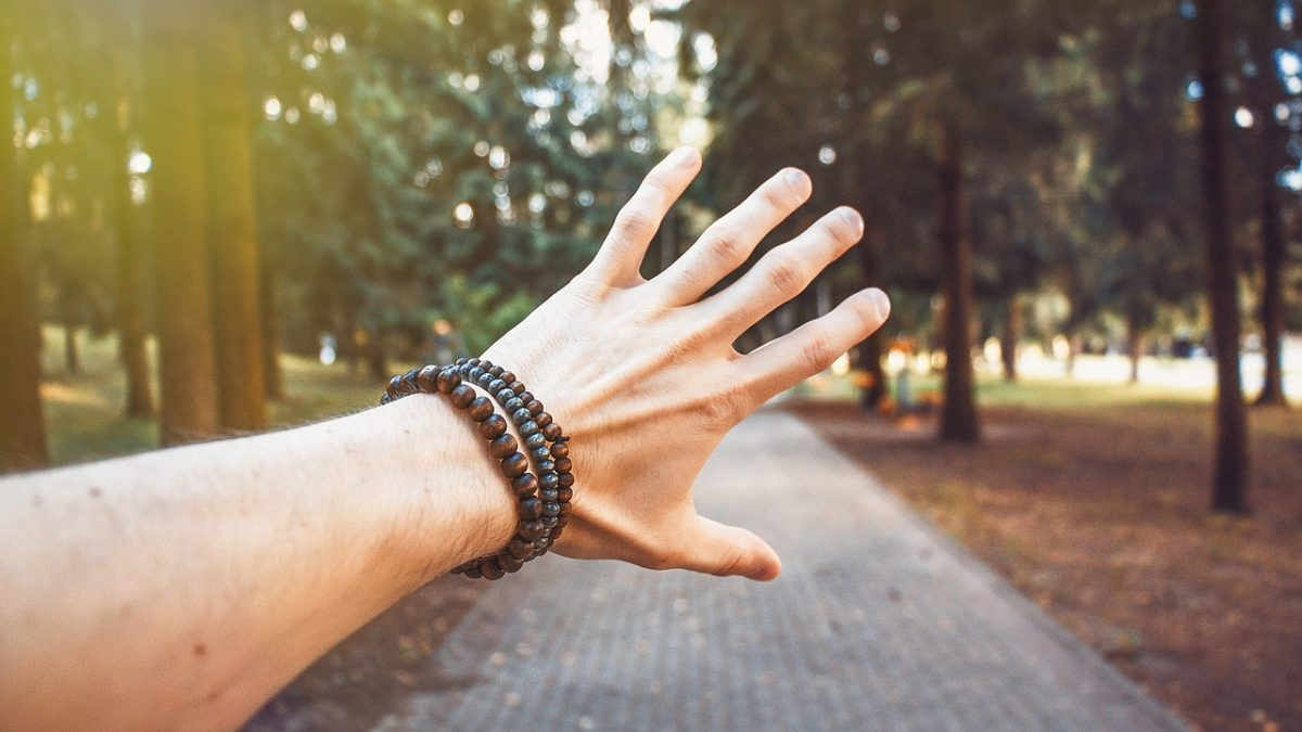 数珠ブレスレットを複数身につけてはいけない9つの理由と効果を高める方法