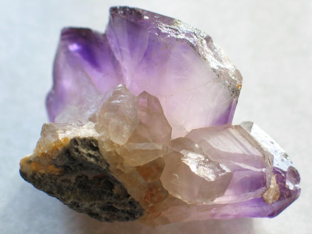 水晶を浄化して運気をアップさせる9つの方法