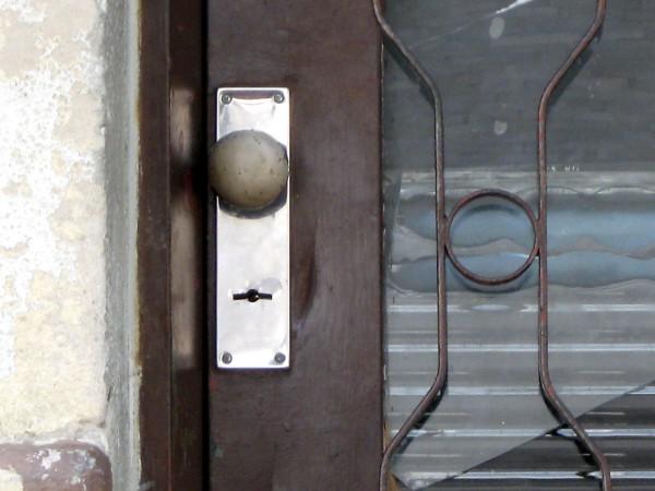 鬼門の方角にある玄関をしっかり封じる9つの方法