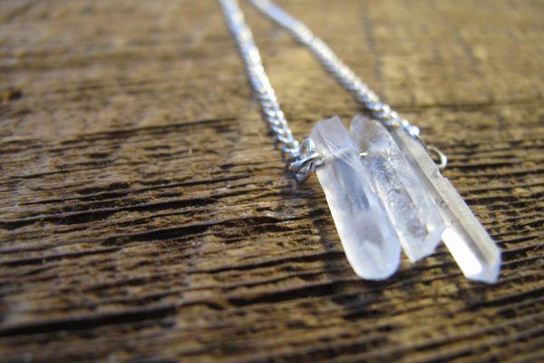 水晶ネックレスを使って 崩れた体調を整え心も癒す7つの方法