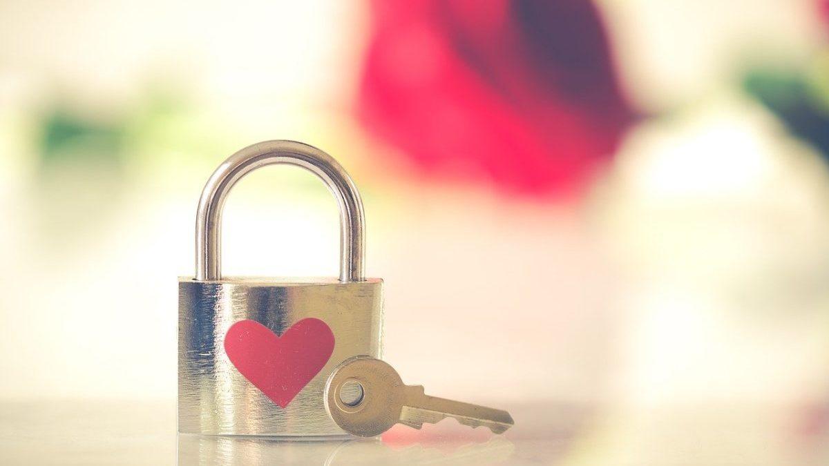 恋愛運を知りたい時に見るほくろの意味と位置のイメージ