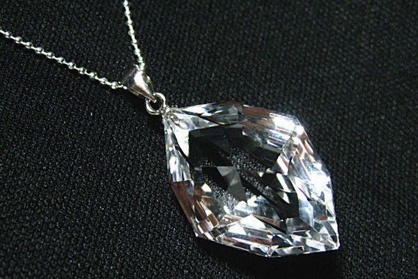 恋愛運を高めたい人にオススメの水晶ネックレス7つの選び方