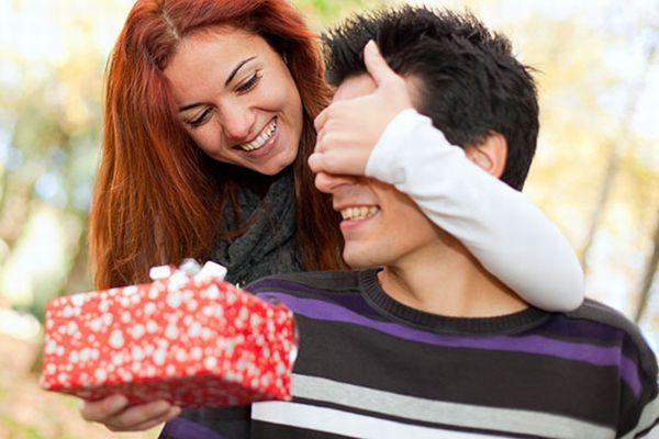 彼氏へのプレゼント選びで 停滞中の恋愛を躍進させる方法