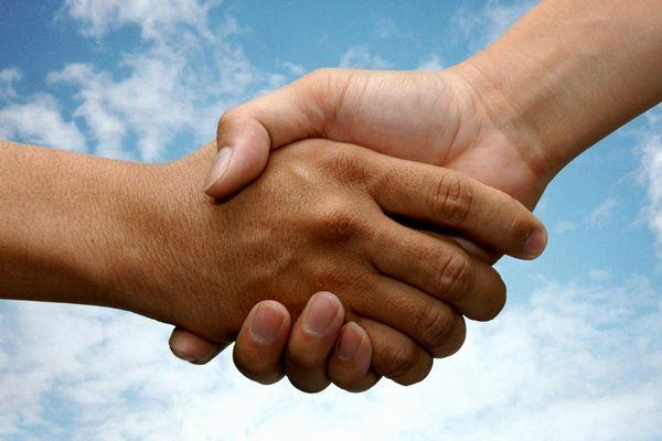 心の闇を丁寧に扱い職場の人間関係を円満にする7つの方法