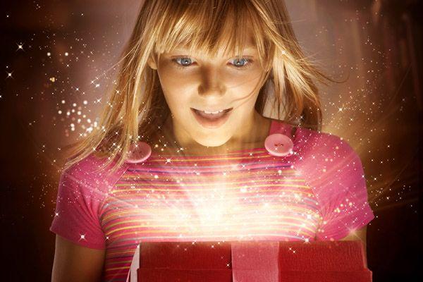 サプライズのプレゼントを使って彼女を感動させる7つの方法