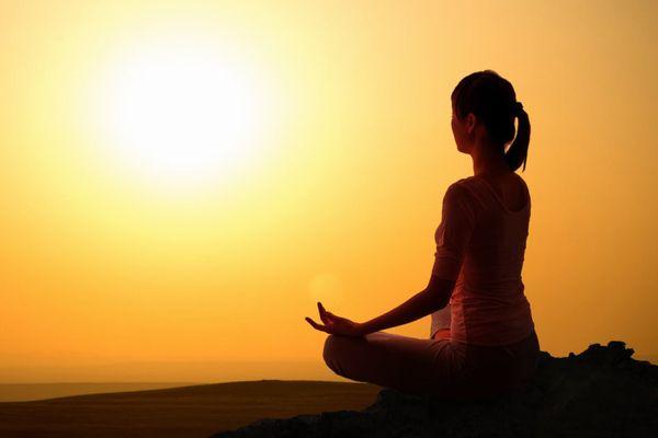 簡単な瞑想方法を使ってどこでも心身をリラックスさせる術