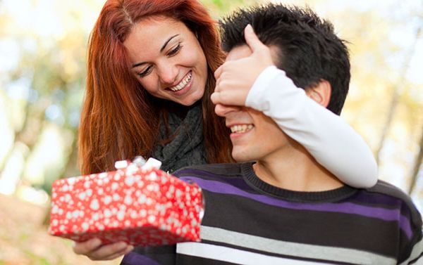 男性へのプレゼントで、冷え切った彼との仲を復活させる技
