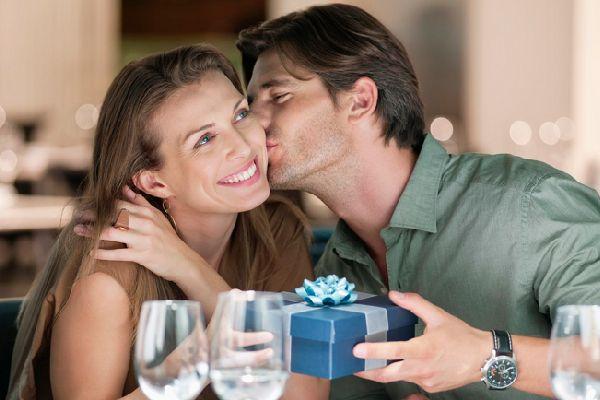 記念日のプレゼントで、冷え込んだ夫婦仲を円満にするコツ