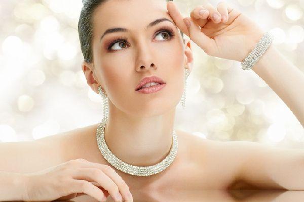宝石のミラクルパワーを味方にして魅力的に変身するヒケツ