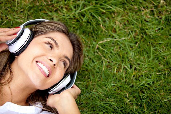 音楽療法を日常に取り入れて、楽にストレスを解消するコツ