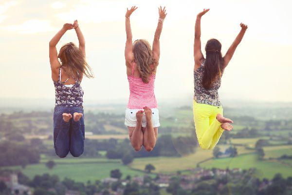 シルバーアクセサリーのパワーで友人関係を円満にする方法