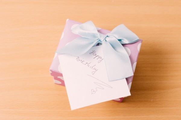 誕生日プレゼントを気になる男性に渡して告白必勝する作戦