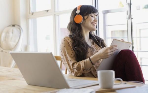 ヒーリングミュージックで仕事の疲れを浄化する5つの方法