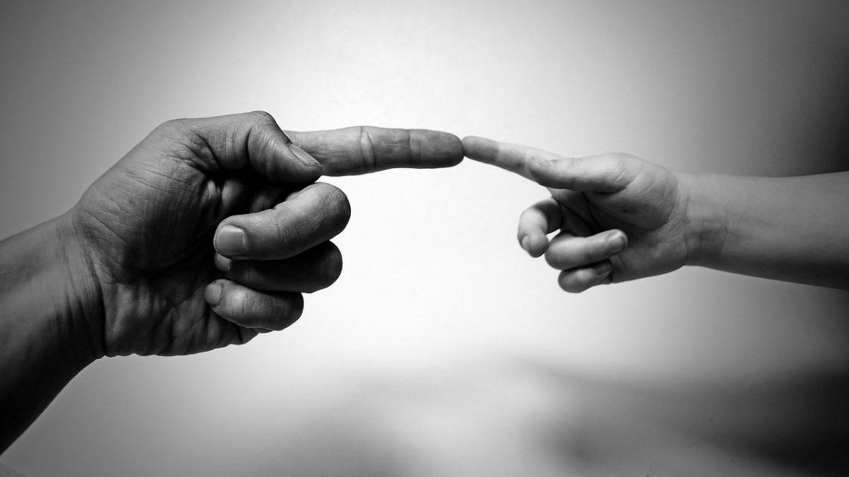 手の指にあるほくろの場所と意味についてのイメージ