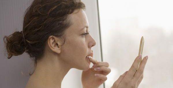 唇にほくろやシミができやすい人の特徴と4つの対処法