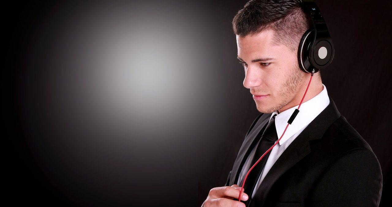 好きな人と付き合いたい時、男性がするアプローチと「好きサイン」のイメージ