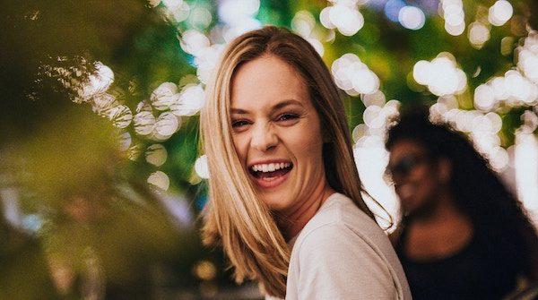 自然な笑顔が作れる7つの簡単トレーニング