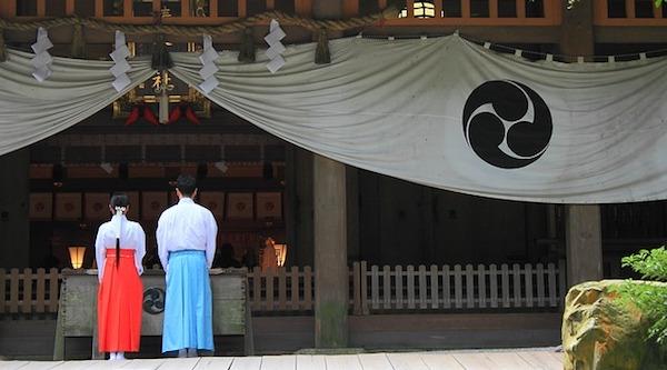 縁結び祈願するなら、関東でおすすめ3つの神社