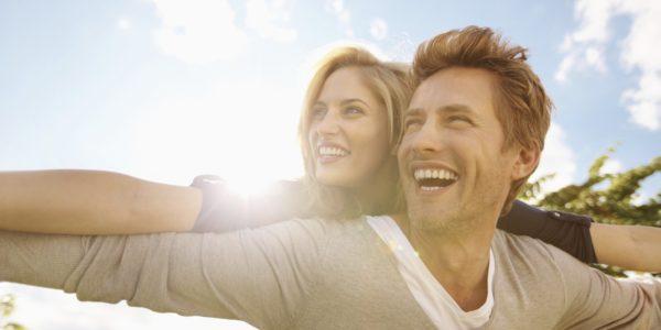 自分らしく楽しむカップルのイメージ