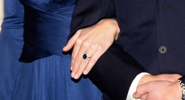 ダイアナの手と指輪イメージ