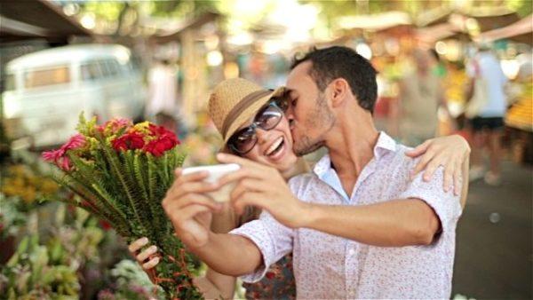 愛情表現のあるカップルのイメージ