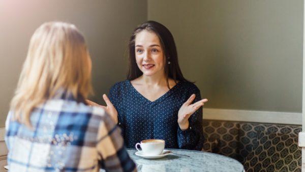 女友達とおしゃべりのイメージ