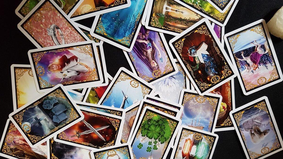 オラクルカードを使って運勢を見る方法のイメージ