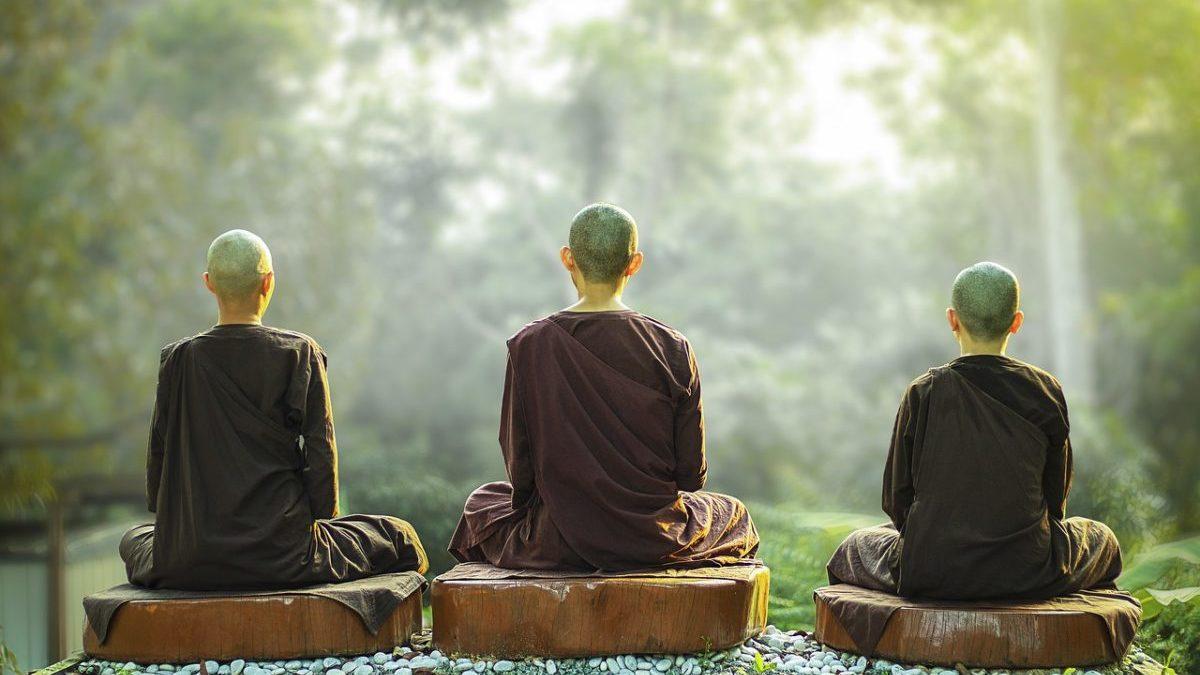 瞑想とは何か?意味や効果、種類と家で行う方法を解説します。