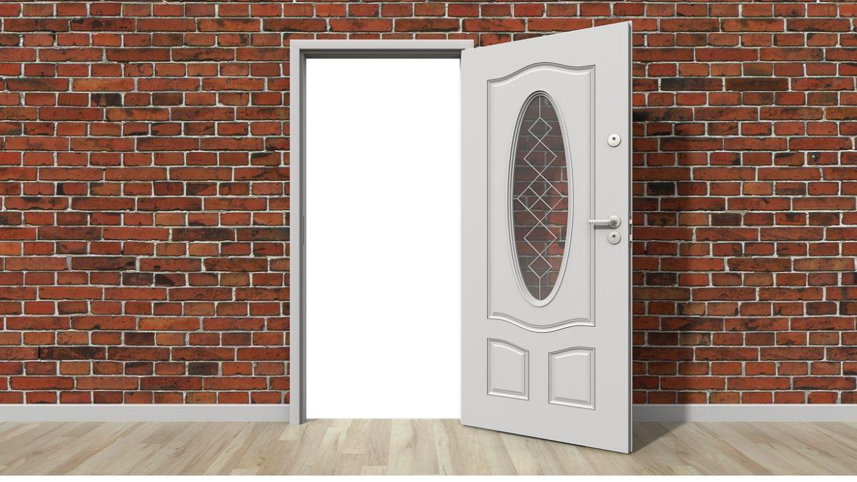 ドアを開けるイメージ