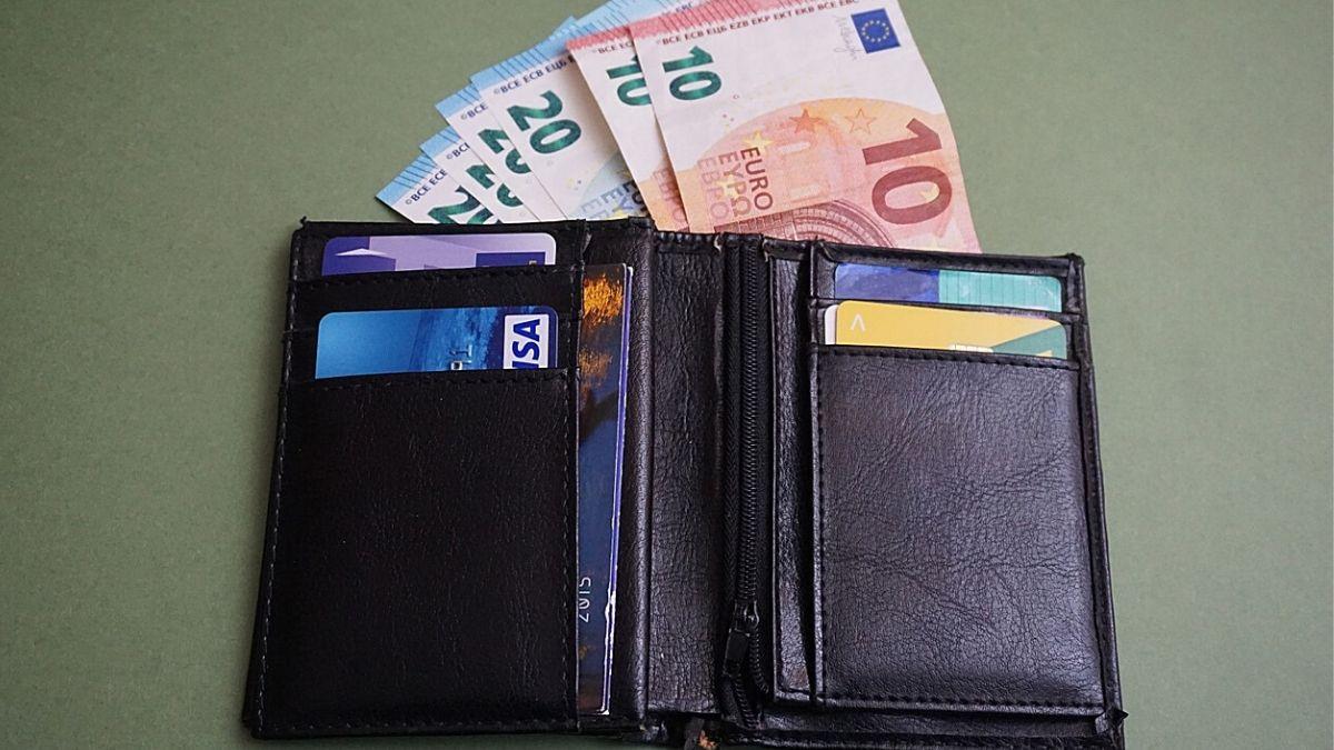 お金とお財布のイメージ