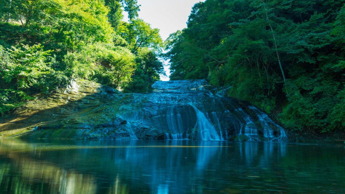 大きな滝からエネルギーを分けてもらえる、養老渓谷(ようろうけこく)のイメージ