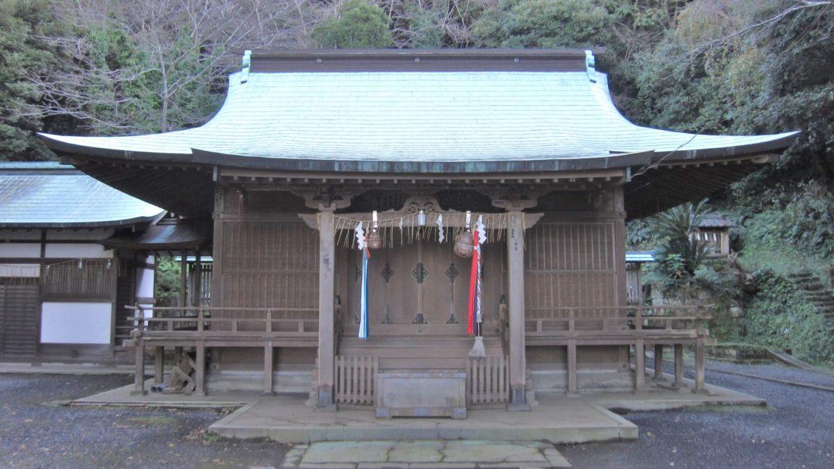 運が良ければ鳥居から富士山が見られる洲崎神社(すのさきじんじゃ)のイメージ
