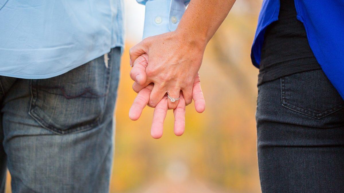 引き寄せの法則を使って良い恋人やパートナーと巡り合うコツのイメージ